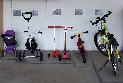 Parkplatz Kinderfahrzeuge